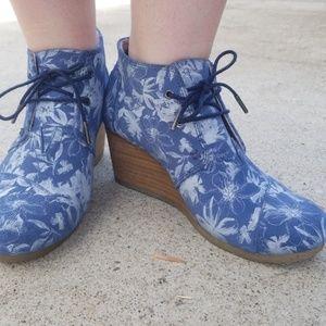 Blue suede floral wedge booties